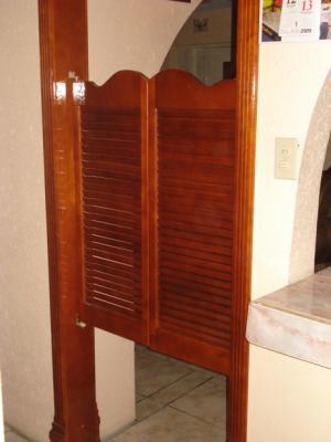 Puertas tipo cantina closets cocinas y proyectos de for Puertas de vaiven para cocina