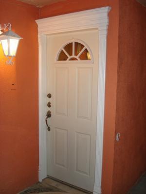 Marco para puerta exterios y molduras decorativas for Puertas decorativas para interiores