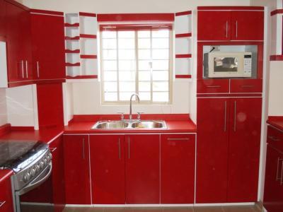 Cocina integral contemporanea en color blanco y rojo for Cocinas en rojo y blanco