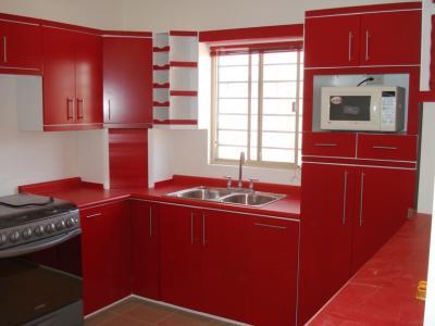 Cocina integral contemporanea en color blanco y rojo - Cocinas de color rojo ...