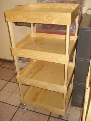 Exhibidor en madera de pino con ruedas closets cocinas - Proyectos de madera ...